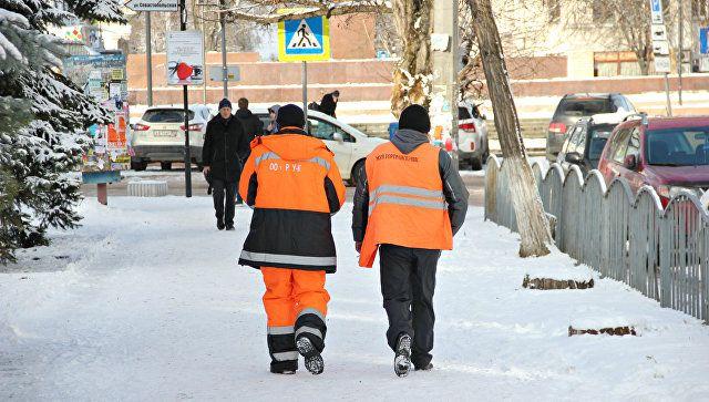 """В столице Крыма рассказали, сколько людей и техники """"спасают"""" дороги от непогоды"""