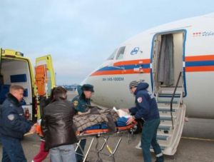 Спецборт МЧС доставил тяжелобольных детей из Крыма в Москву