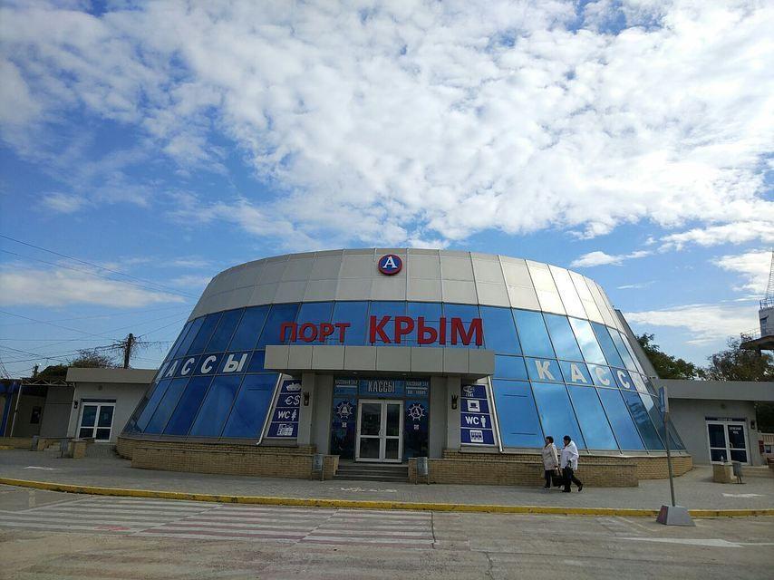 На подъездах к Керченской переправе скопилось около тысячи машин, организована полевая кухня