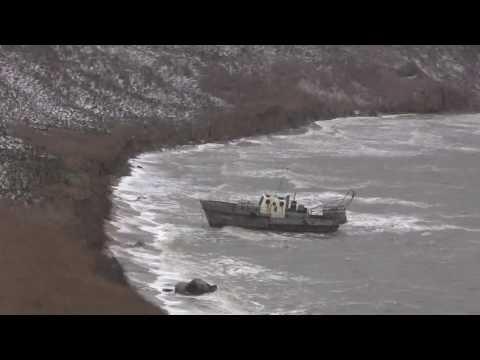 Возле Керченской переправы катер сорвало с якоря