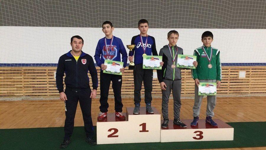 Все победители и призеры первенства ЮФО по греко-римской борьбе среди юношей до 18 лет