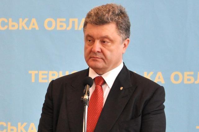 Порошенко надеется, что в Крыму заиграет украинский гимн