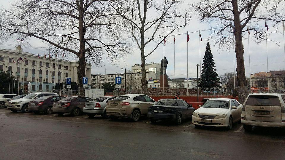 В центре Симферополя собираются открыть двухуровневые парковки на 300 мест