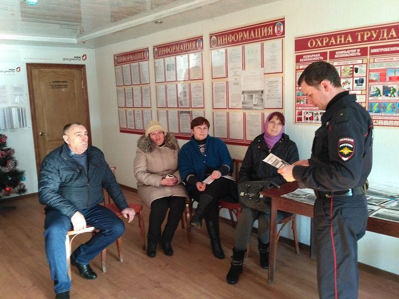 Полицейские в Кировском районе провели очередную консультационную встречу с гражданами по пользованию порталом Gosuslugi.ru