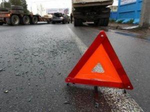 В Крыму упавшее дерево спровоцировало лобовое ДТП