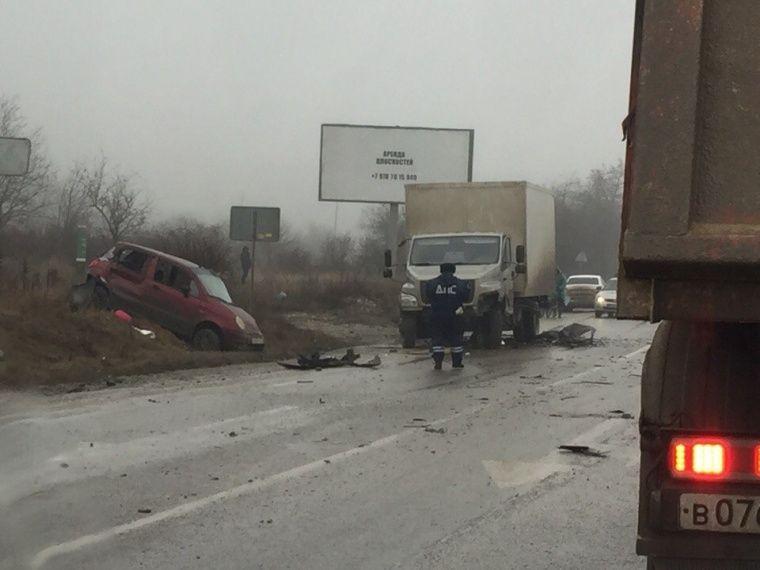 Тройное ДТП остановило керченскую трассу