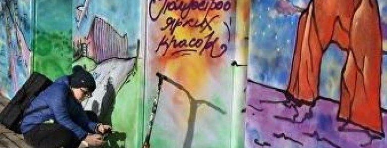 """Песни, танцы и большая """"раскраска"""": как в Симферополе отметили День Республики"""