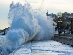 Керченская переправа приостановила работу из-за шторма