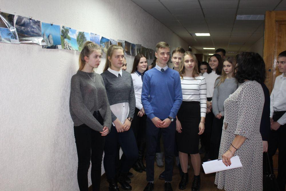 В Минприроды Крыма школьников познакомили с выставкой фотографий особо охраняемых природных территорией