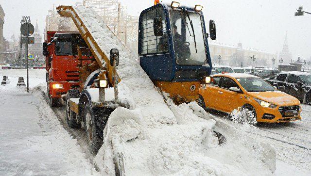 Сулиц столицы засутки вывезли рекордное количество снега