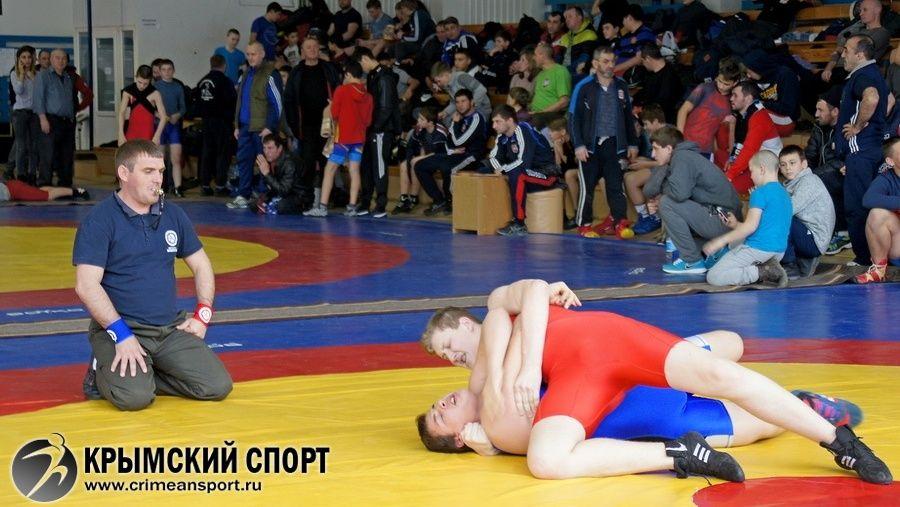 Видеосюжет о первенстве Крыма по греко-римской борьбе среди младших юношей