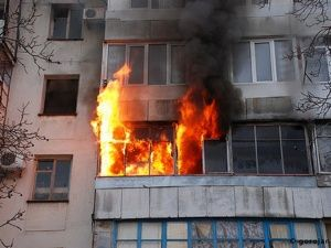 В Саках из горящей квартиры спасли пенсионерку