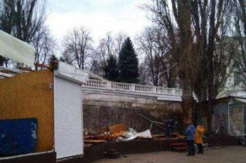 В центре Севастополя сносят «сувенирный» рынок