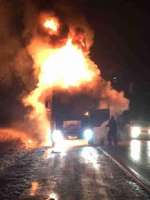 Возле Старого Крыма полностью сгорел грузовик