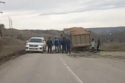 Подрядчик «Тавриды» разбил дорогу так, что сам не может по ней ездить