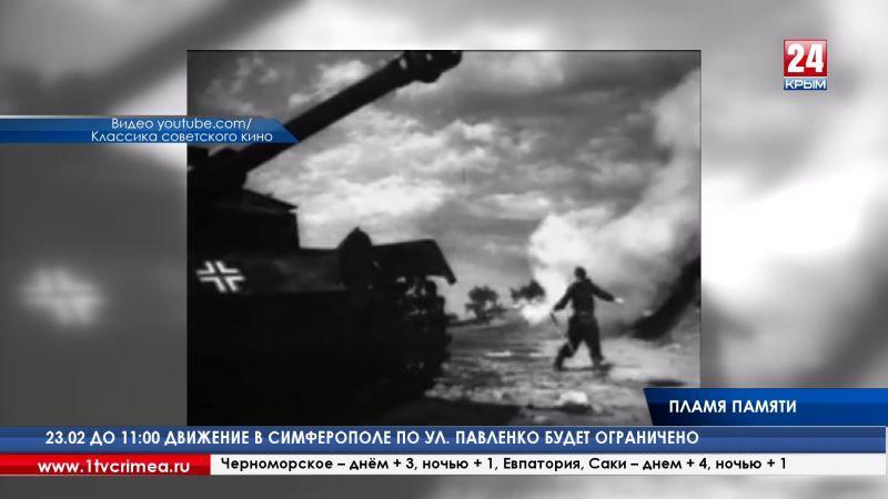 Впервые за 29 лет на Малаховом кургане Севастополя вновь зажгли Вечный огонь. Лампаду с пламенем доставили на БТРе бойцы роты почётного караула