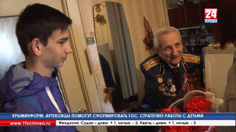 В гостях у героя. В канун Дня защитника Отечества волонтёры поздравили с праздником ветерана ВОВ Азата Григоряна
