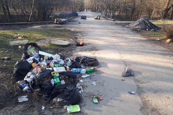 Кто мусорит в Симферополе?