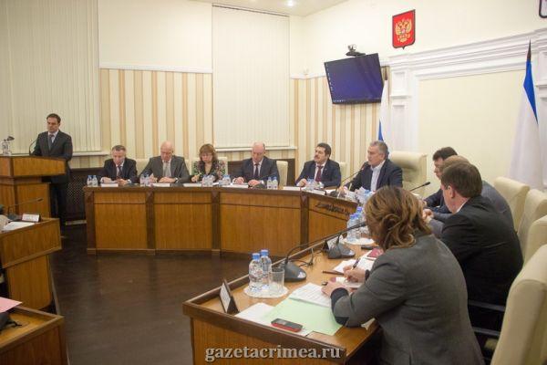 Пляжи, топливо и занятость крымчан: главное с заседания Совмина