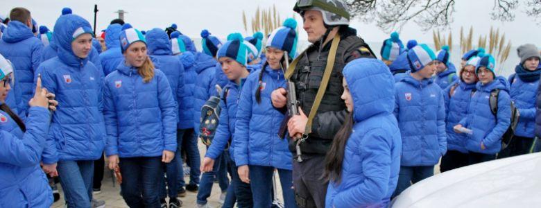 Сотрудники Росгвардии провели военно-патриотическое мероприятие для детей в «Артеке»