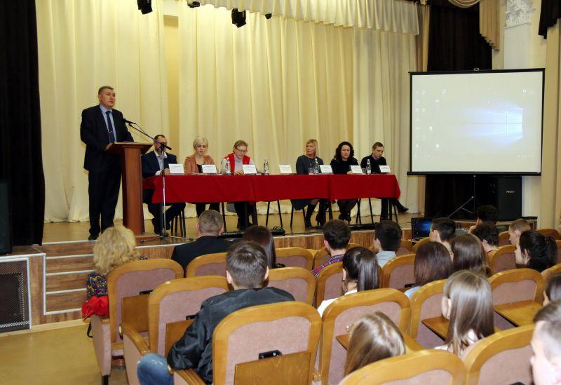 Крымские полицейские призвали молодежь участвовать в совместной антинаркотической работе