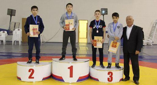 Крымчане завоевали 11 медалей в первенстве ЮФО по греко-римской борьбе среди младших юношей