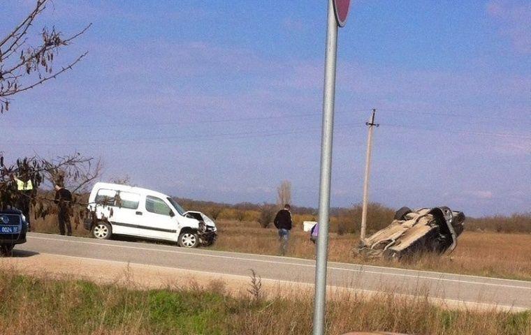 На крымской «дороге смерти» перевернулся автомобиль