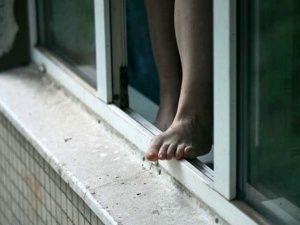 Из окна ялтинского отеля выпала женщина