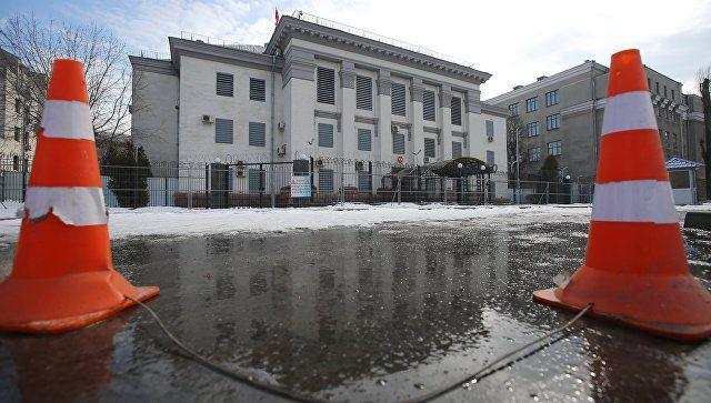 ВУкраинском государстве милиция непускает граждан России голосовать навыборах Президента Российской Федерации