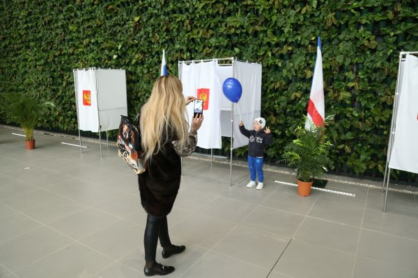 Как в Крыму голосуют на самом большом избирательном участке в России