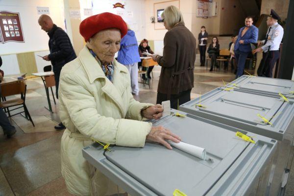 90-летняя жительница Симферополя пришла проголосовать на выборы