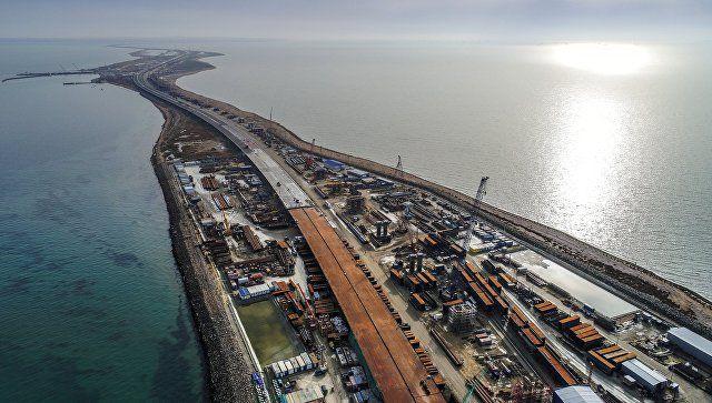 Поздравление от Крымского моста: видеополет над стройкой века