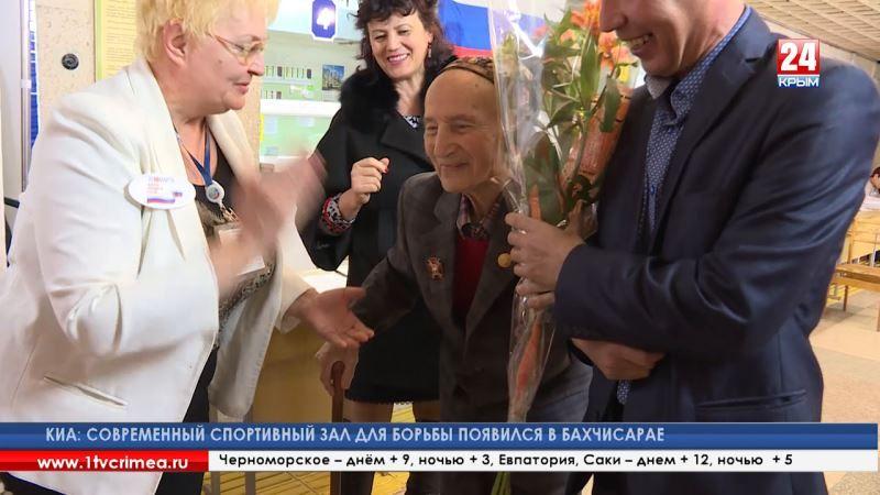 Услышать голос каждого: на избирательном участке № 266 в Симферополе за два часа после открытия проголосовали больше сотни крымчан