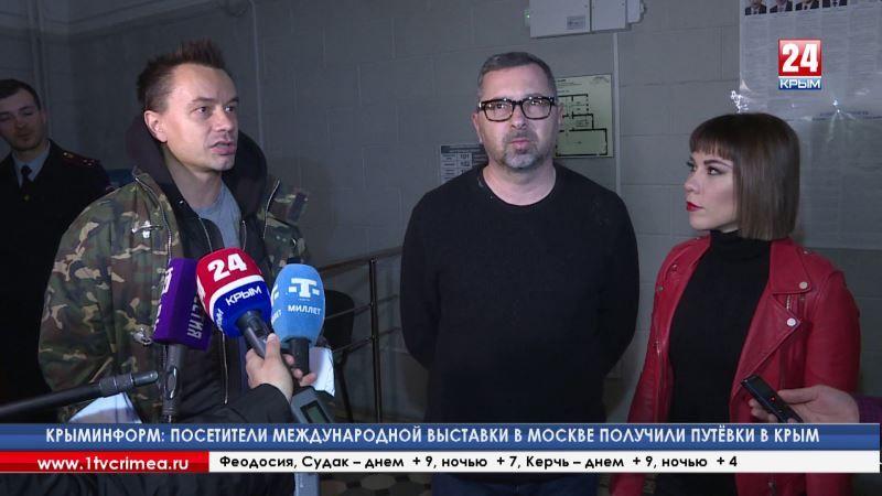 За 2 часа до выступления в Симферополе участники группы «Дискотека Авария» пришли на избирательный участок, чтобы проголосовать