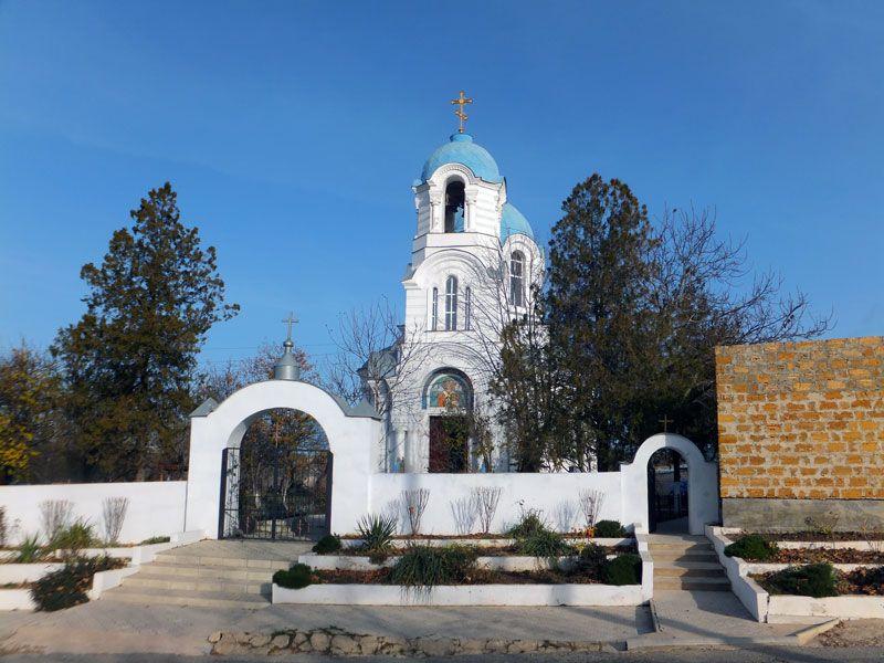 Госкомрегистр оформил права на земельный участок под Свято-Никольским храмом в селе Мазанка Симферопольского района
