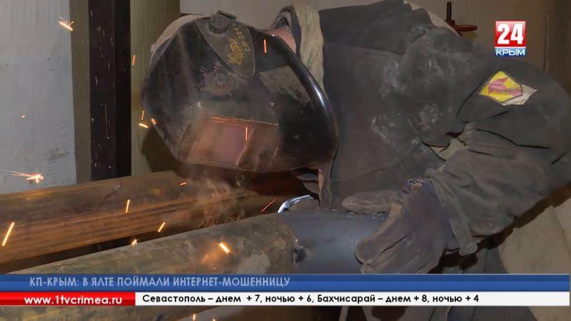 Уютнее, чище, современнее: труд работников ЖКХ оценили на уровне Правительства Крыма – в честь профессионального праздника коммунальщикам вручили почётные грамоты и благодарности