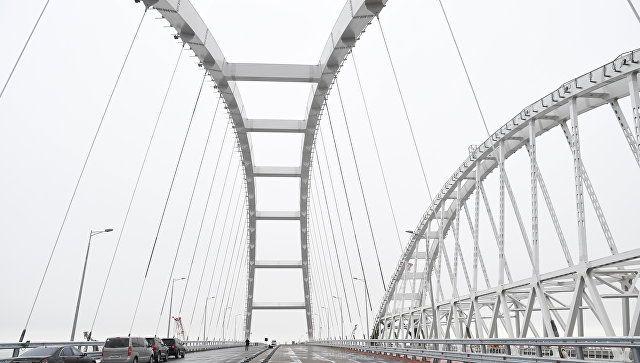 """Минтранс: движение транспорта по Крымскому мосту запустят """"поэтапно"""""""