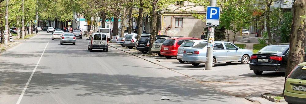 Власти обещают вернуть бесплатную парковку в центре Симферополя (ДОКУМЕНТ)