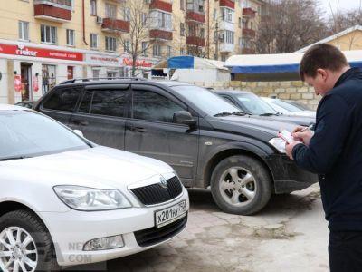 В Феодосии проходит борьба с парковкой автомобилей на тротуарах