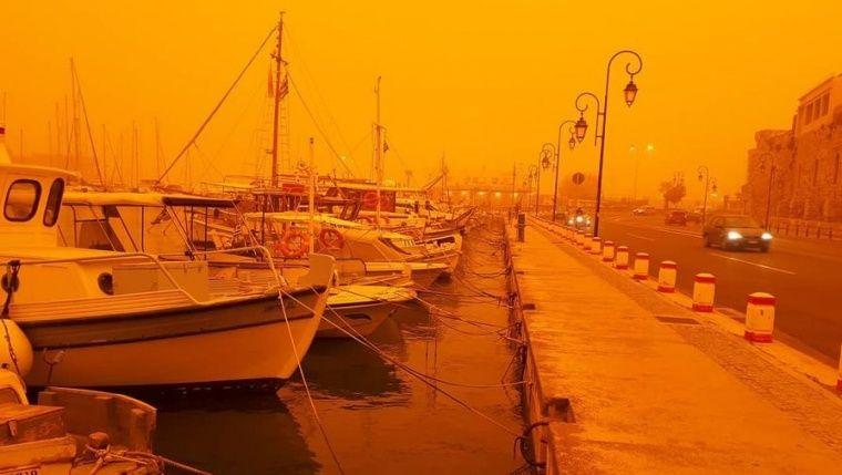 Крым накрыла африканская оранжевая пыль