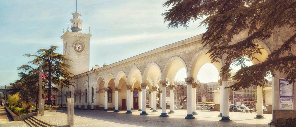 Башню с часами на ж/д вокзале Симферополя хотят отреставрировать до конца года