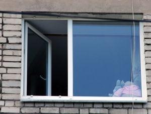 В Севастополе ребенок выпал из окна квартиры на пятом этаже