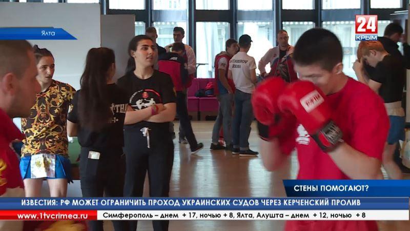 Вслед за спортивными успехами пришли организаторские. В Ялте стартовал чемпионат России по кикбоксингу в разделе К-1