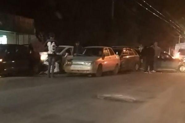 В центре Симферополя столкнулись 5 автомобилей