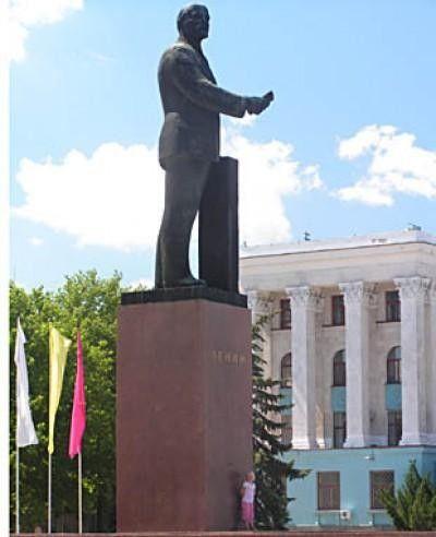 Жена главы Крыма не против убрать памятники Ленину с глаз долой
