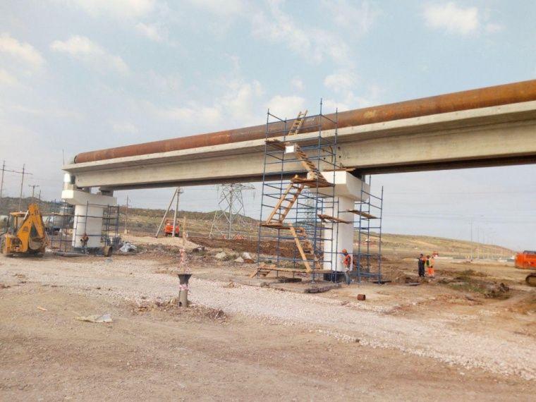 В Керчи сносят теплотрассу, мешающую мосту в Крым