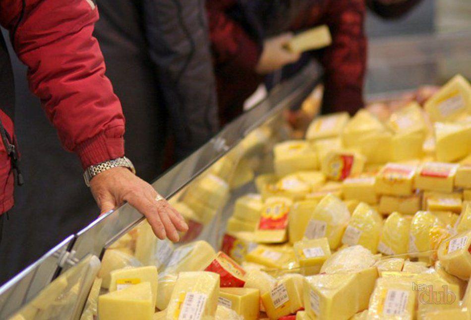 Минсельхоз предлагает запретить производство и продажу сырных продуктов без молока