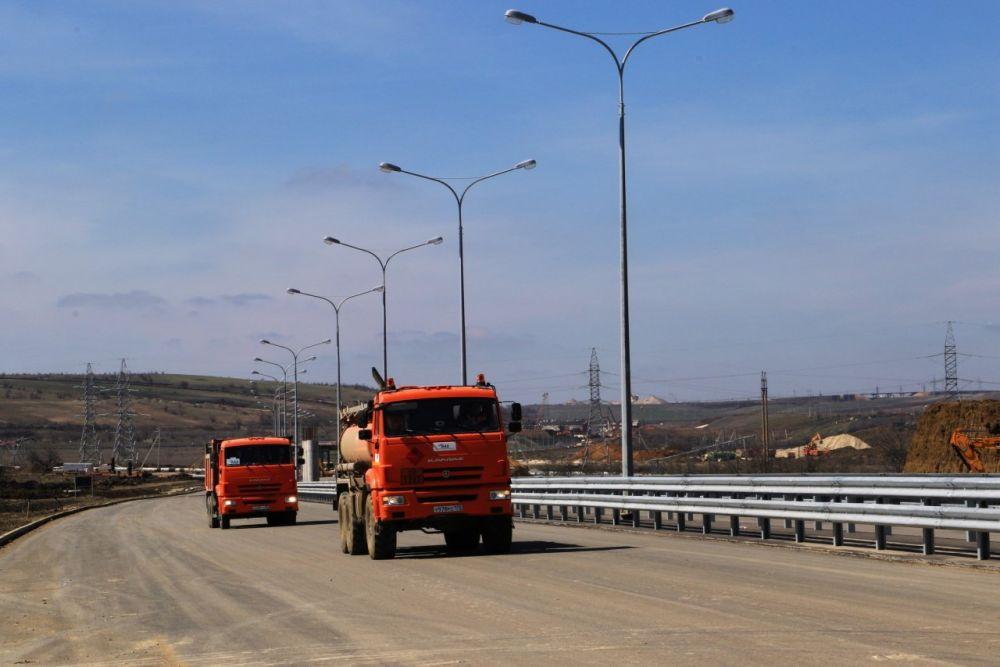 Керчане сегодня вечером увидят автоподходы к Крымскому мосту в огнях