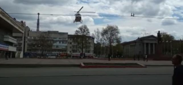 В центре Симферополя приземлился вертолет