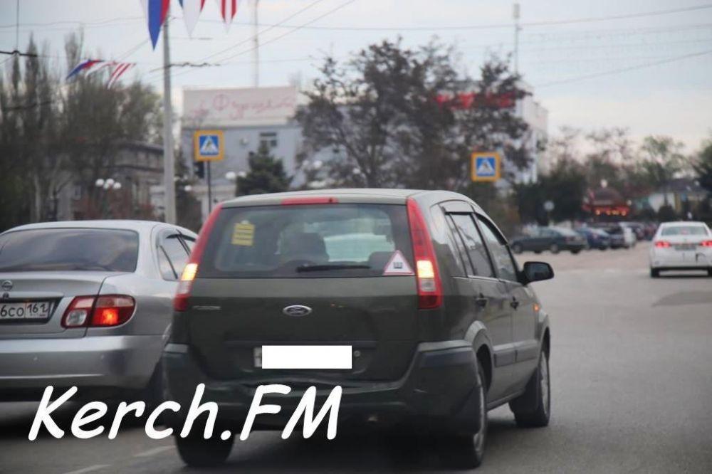 Перед светофором в Керчи столкнулись «Ford» и «Daewoo»